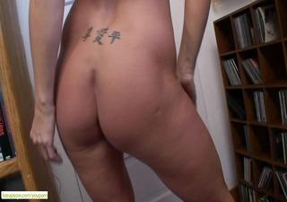 breasty cougar kaycee james cums hard