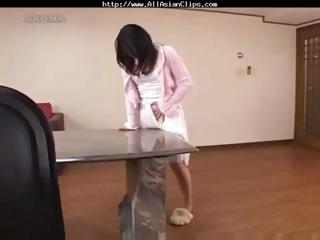 mamma acquires off by rubbing on the tables